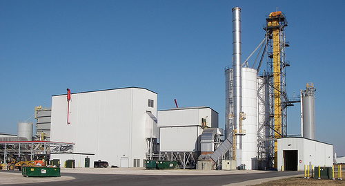 An ethanol plant in Iowa. Photo by Hendrixson, Flickr.