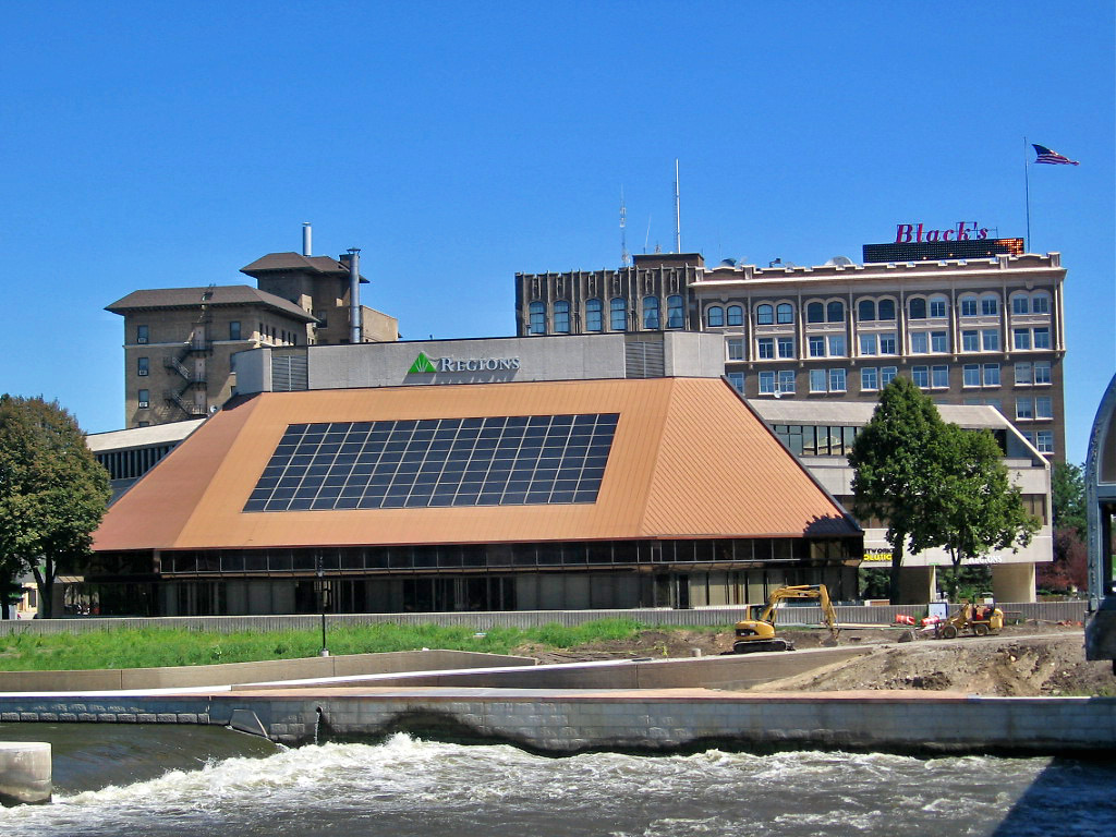 Solar Panels at Regions Bank in Waterloo, Iowa.  Photo courtesy of Paul McClure; Flickr.
