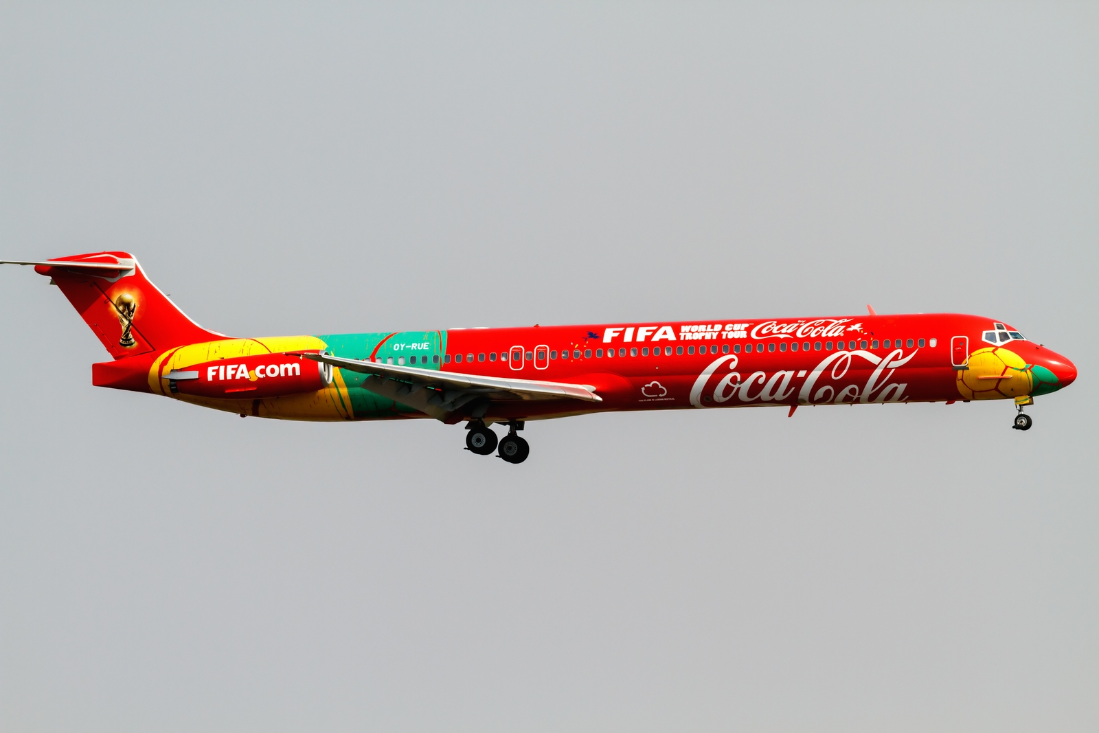 A McDonnell Douglas MD-83 in Japan during the 2014 World Cup Trophy Tour. Photo by ken H; Flickr