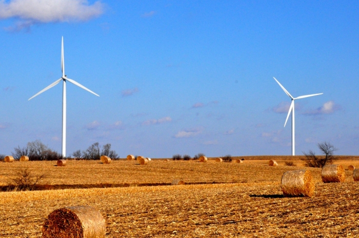 Wind turbines near Hampton, Iowa. Photo by Theodore Scott (Flickr)