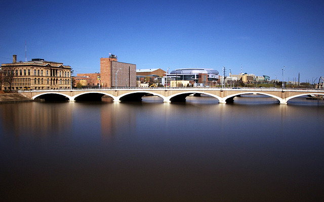 Des Moines during the 2008 floods. Photo by Jeff Gitchel; Flickr