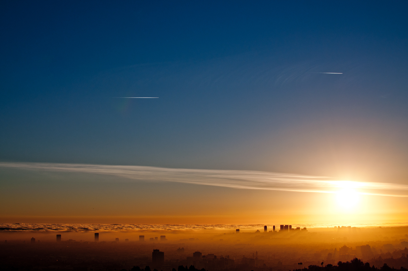 Los Angeles' infamous smog is just one example of climate change's effects on public health. (Flickr)