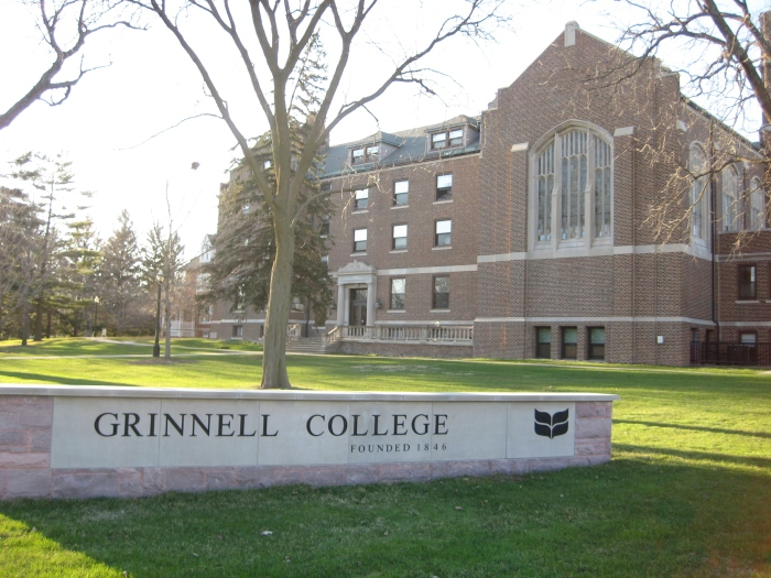 The John H. T. Main Residence Hall on the Grinnell College campus. (Wikimedia)