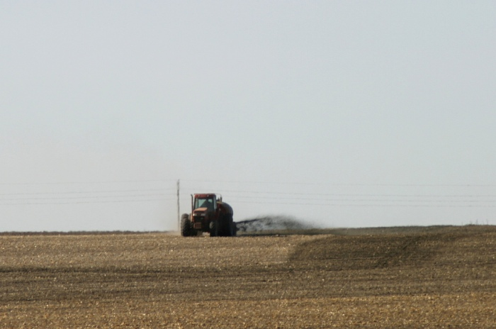 A tractor sprays liquid manure onto an Iowa field (Mark Evans / Flickr)