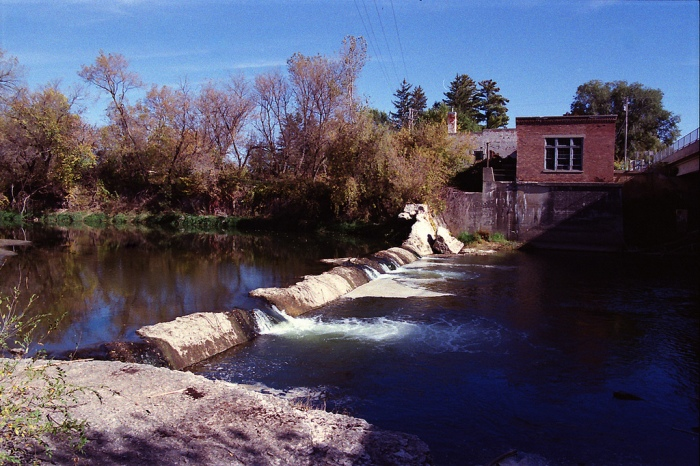 A low-head dam in the Turkey River. (Gordon/Flickr)