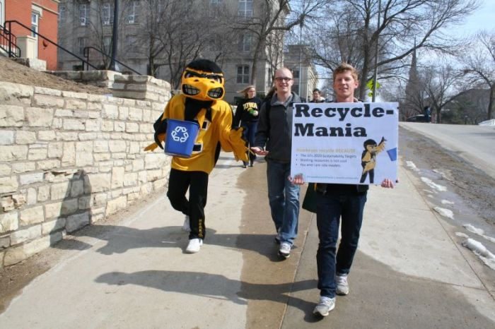 Herky and several University of Iowa students march around campus to promote RecycleMania 2015. (UI Office of Sustainability)