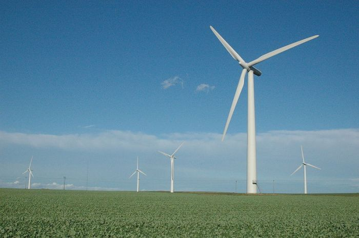Iowa leads the nation in percentage of electricity generated by wind energy at 28.5 percent. (Tom Corser/Wikimedia)