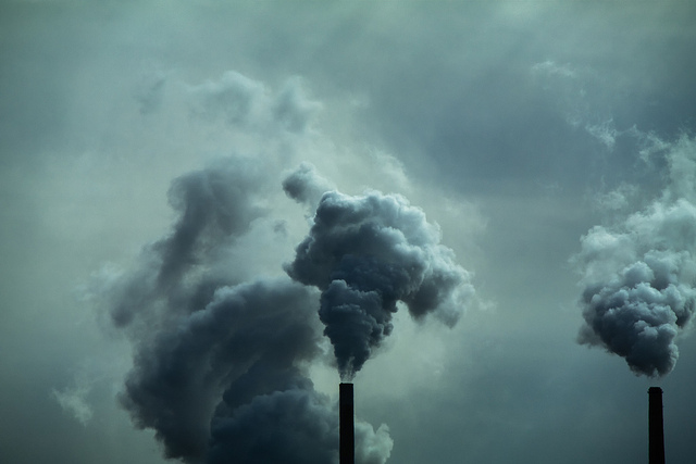 Smokestacks from a coal plant near Council Bluffs, Iowa. (Rich/Flickr)