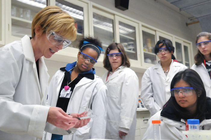 Students get hands on experience learning about science at Chicago's Argonne National Laboratory. (Argonne National Laboratory)