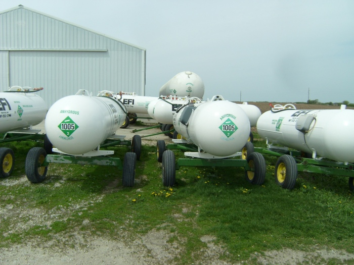 A row of anhydrous tanks used for fertilizer (Thirteen of Clubs/Flickr)