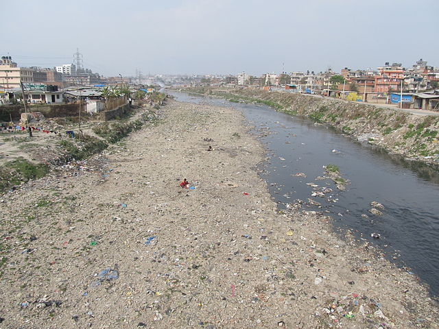A section of the Bagmati River between Lalitpur and Kathmandu. (Sundar1/WikiMedia)