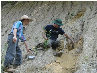 Dr. Andrew Stumpf (right) is an Associate Quaternary Geologist for the Illinois State Geological Survey (ISGS) in the Prairie Research Institute at the University of Illinois Urbana-Champaign. Photo: Christopher J. Stohr (ISGS)