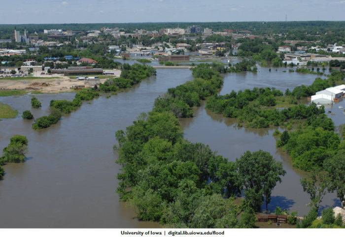 An aerial shot of the 2008 flood along the Iowa River in Iowa City. (Tom Jorgensen/University of Iowa Libraries)